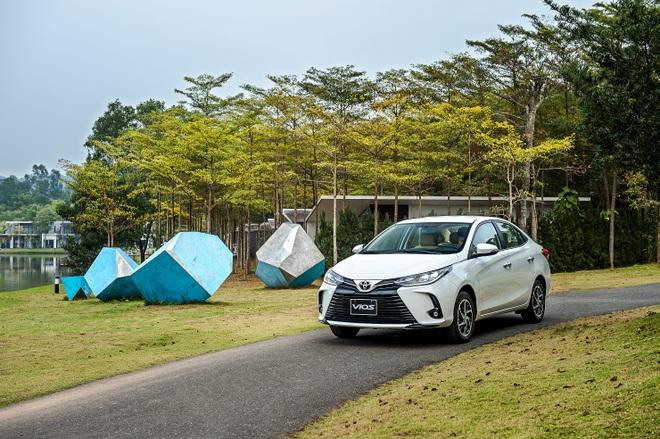Kiên cường trong đại dịch, Toyota Vios giữ vững ngôi đầu phân khúc và bỏ xa đối thủ - 1