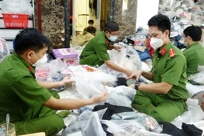 Phát hiện, tạm giữ trên 14.400 sản phẩm nghi nhập lậu tại An Giang - 1