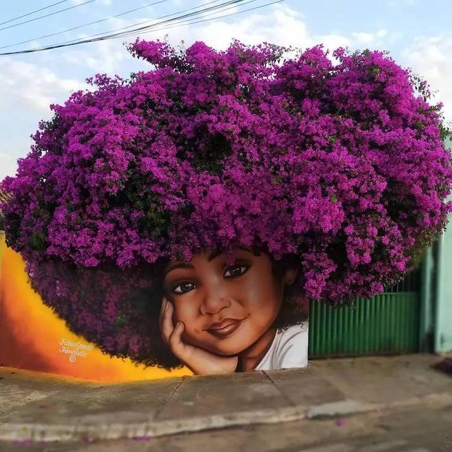Bức tranh cô bé với mái tóc là giàn hoa giấy khổng lồ gây sốt mạng xã hội - 1