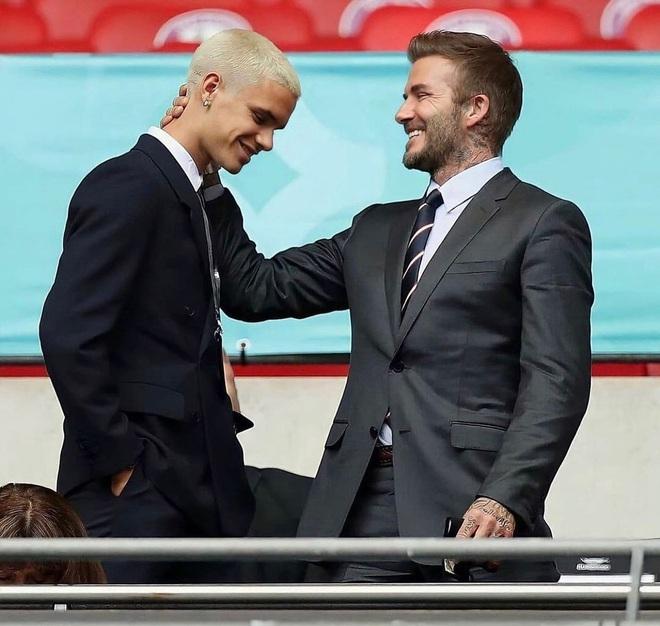 Quý tử nhà David Beckham đá trận bóng chuyên nghiệp đầu tiên - 10