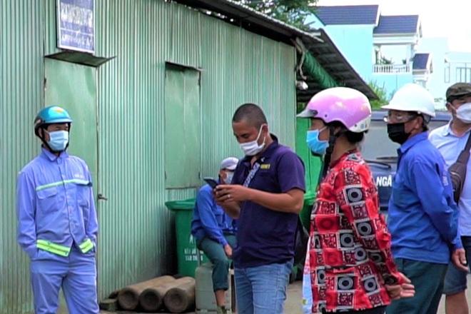 Công nhân vệ sinh bị nợ lương nhiều tháng, nheo nhóc sống qua mùa dịch - 1