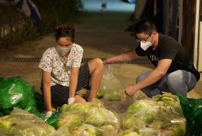 HHen Niê được gắn mác hoa hậu lực điền khi vác nhẹ nhàng 50kg gạo - 1
