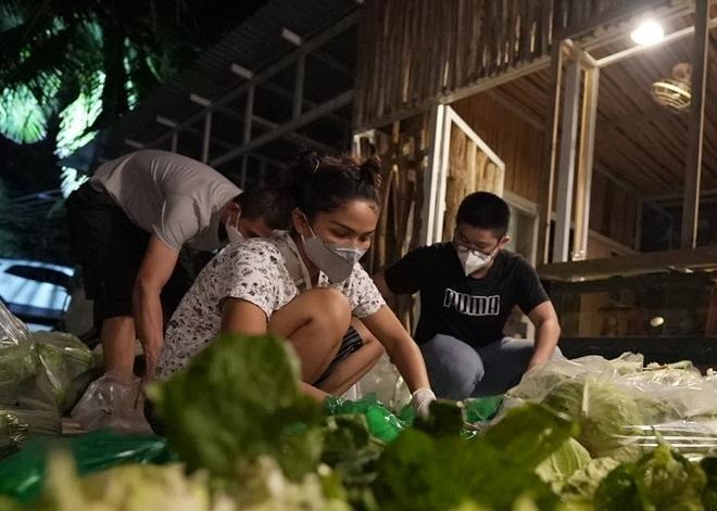 HHen Niê được gắn mác hoa hậu lực điền khi vác nhẹ nhàng 50kg gạo - 2