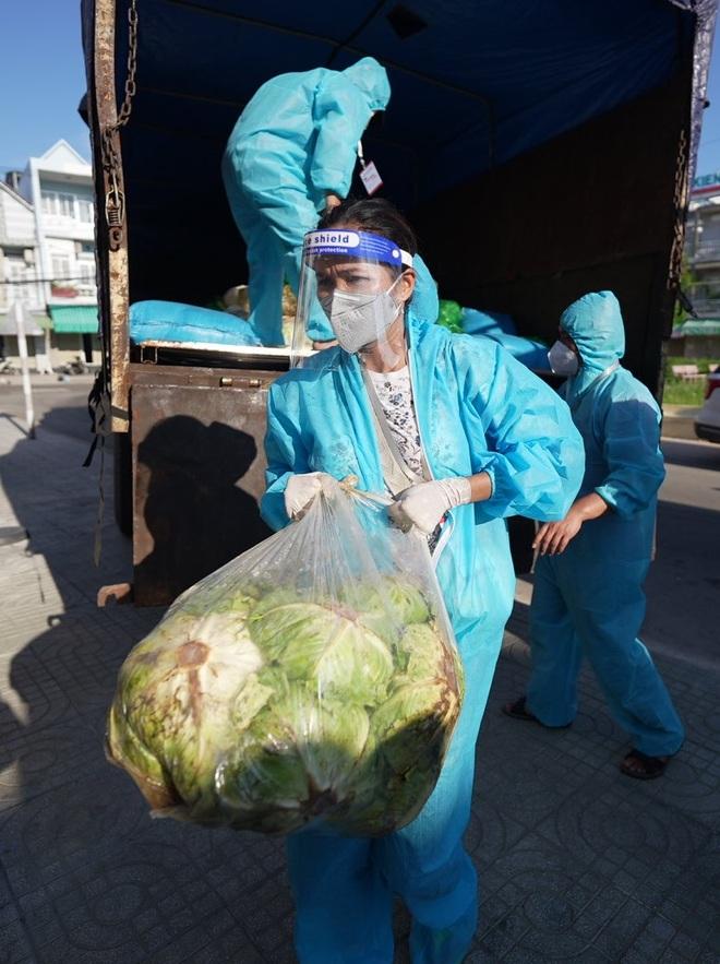 HHen Niê được gắn mác hoa hậu lực điền khi vác nhẹ nhàng 50kg gạo - 5