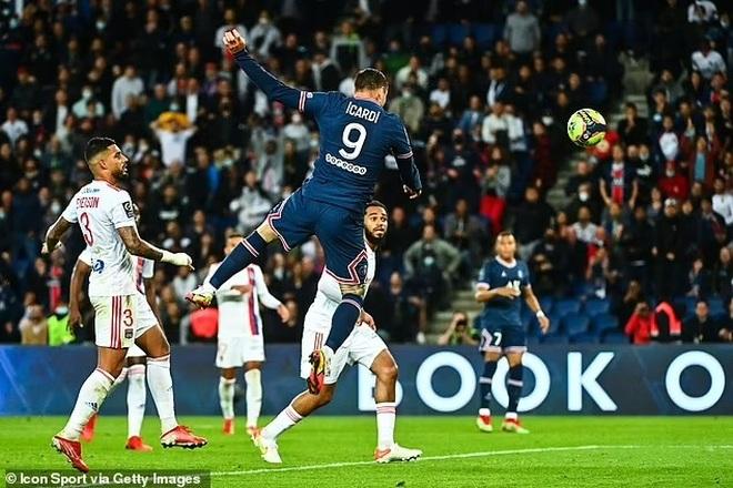 Messi hụt siêu phẩm, Icardi hóa người hùng giúp PSG thắng Lyon - 8