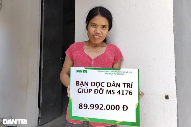 Người phụ nữ sống trong chuồng bò được bạn đọc giúp đỡ gần 90 triệu đồng - 1