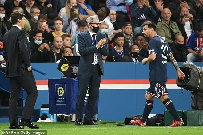 Messi tỏ thái độ, HLV Pochettino lên tiếng giải thích - 1