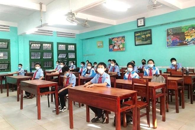 Mở cửa trường học trở lại, toàn bộ giáo viên sẽ sớm được tiêm vắc xin - 2