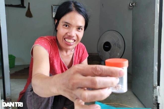 Người phụ nữ sống trong chuồng bò được bạn đọc giúp đỡ gần 90 triệu đồng - 2