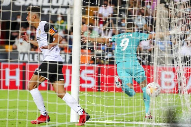 Thắng nghẹt thở Valencia, Real Madrid tiếp tục dẫn đầu La Liga - 5