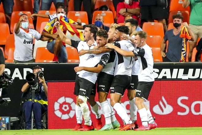 Thắng nghẹt thở Valencia, Real Madrid tiếp tục dẫn đầu La Liga - 3