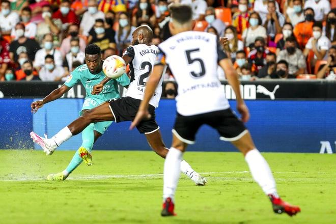 Thắng nghẹt thở Valencia, Real Madrid tiếp tục dẫn đầu La Liga - 4