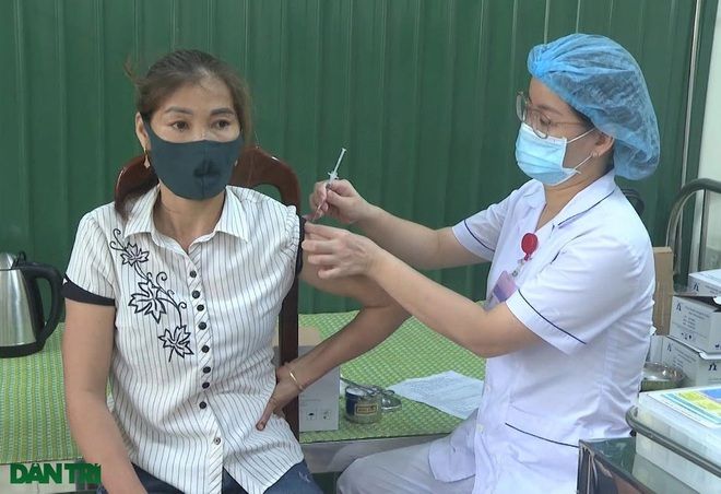 Ninh Bình: Tiêm vắc xin phòng Covid-19 cho 17.000 giáo viên - 3
