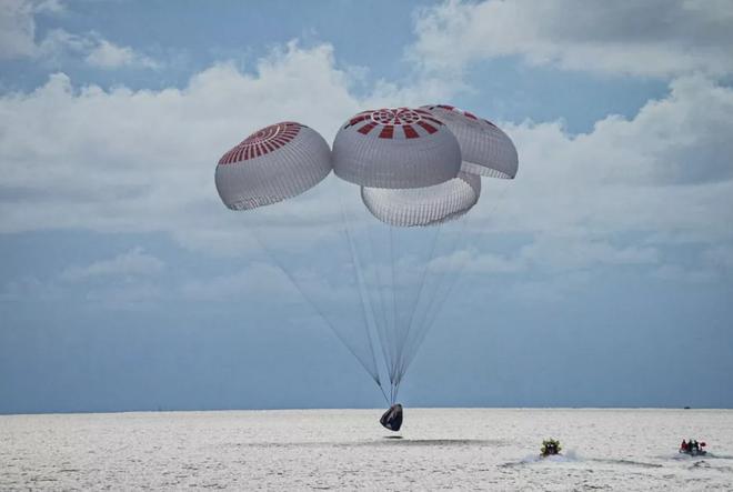 Thành viên Inspiration4 hạ cánh an toàn sau 3 ngày lênh đênh ngoài vũ trụ - 2