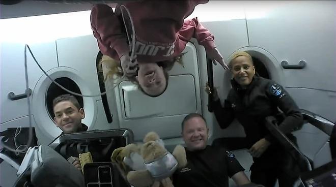 Phi hành đoàn Inspiration4 tiết lộ giá trị thật của chuyến bay vào vũ trụ - 4