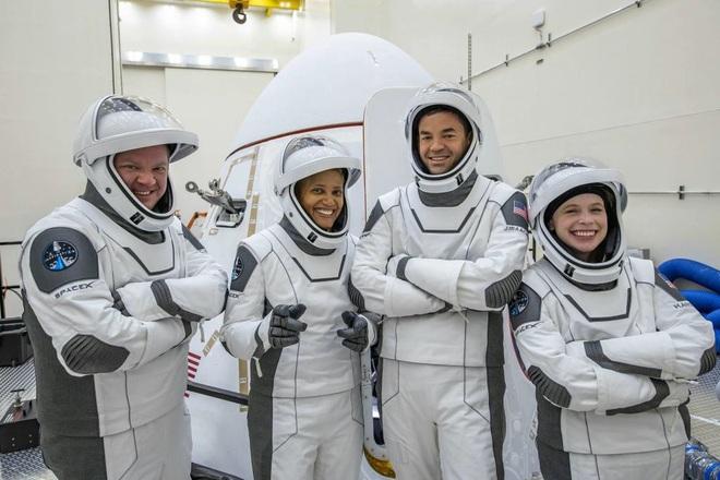 Phi hành đoàn Inspiration4 tiết lộ giá trị thật của chuyến bay vào vũ trụ - 1