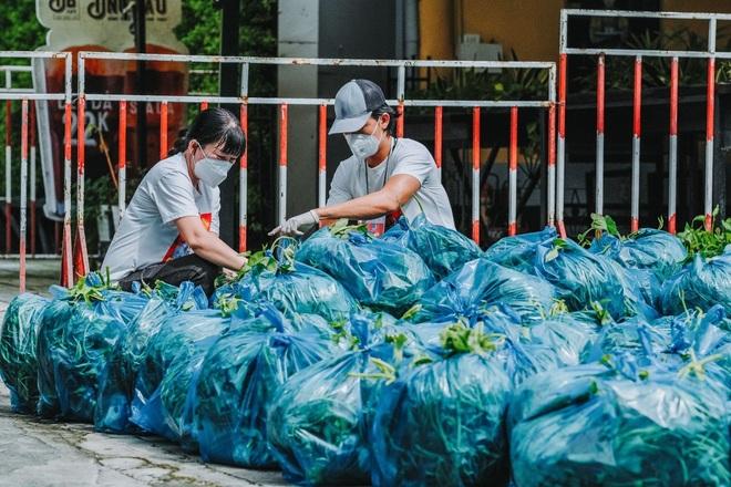 Sỹ Toàn - Ngọc Tiên kể về 3 tháng làm tình nguyện viên chống dịch - 3