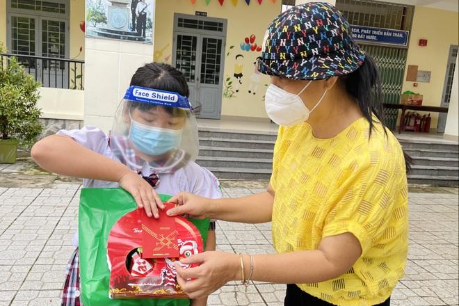 Gần 300 suất quà tình nghĩa đã đến với bệnh nhi F0 trong dịp Tết Trung thu - 3