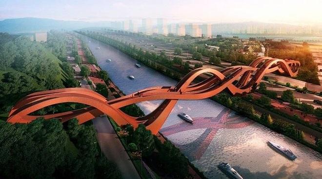 Cây cầu đỏ rực xoắn vặn kỳ lạ  - 5