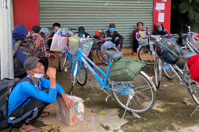 12 ngư dân đạp xe từ Nam Định về miền Tây, mắc kẹt ở Đắk Nông - 1