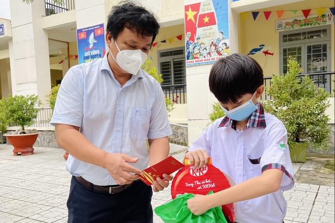 Gần 300 suất quà tình nghĩa đã đến với bệnh nhi F0 trong dịp Tết Trung thu - 2