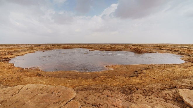 Hồ mặn nhất thế giới, không ai dám tới gần vì lý do này - 1