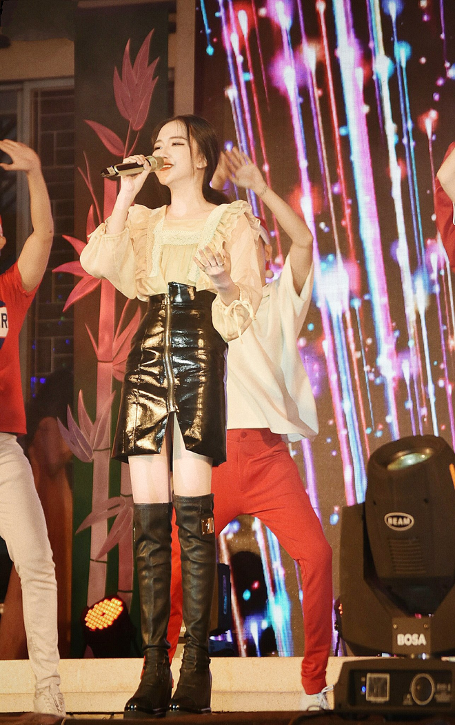 Hotgirl  Sài thành 16 tuổi có thu nhập tiền tỷ khiến dân tình xôn xao - 2