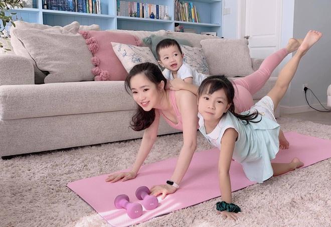 Bà mẹ 3 con chia sẻ tuyệt chiêu tập luyện giữ dáng tại nhà mùa dịch - 3