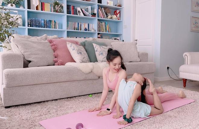 Bà mẹ 3 con chia sẻ tuyệt chiêu tập luyện giữ dáng tại nhà mùa dịch - 4