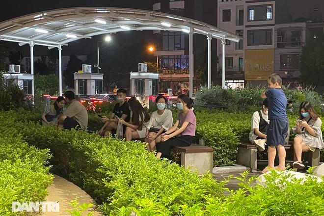 Trung tâm thương mại ở Hà Nội đông nghịt khách đêm rằm Trung thu - 2
