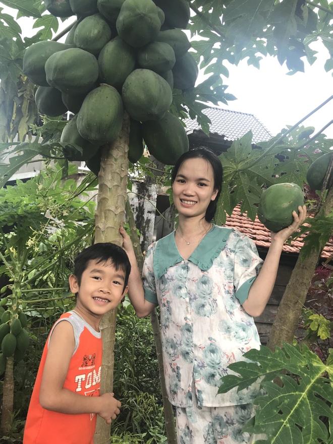 Gia đình Đắk Lắk làm vườn trái cây rộng 500m2 cho các con ăn thỏa thích - 13