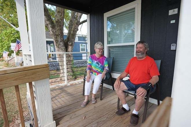 Cặp vợ chồng 9 năm dốc tiền túi xây nhà cho người vô gia cư - 3