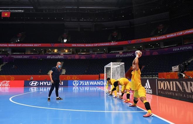 Những khoảnh khắc quả cảm của cầu thủ futsal Việt Nam trước Nga - 2