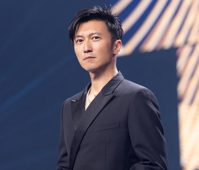 Biểu cảm của Tạ Đình Phong khi Vương Phi trình diễn - 3