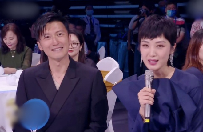 Biểu cảm của Tạ Đình Phong khi Vương Phi trình diễn - 2