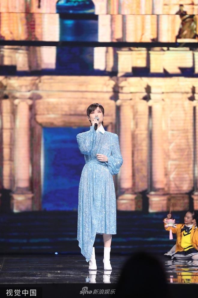 Biểu cảm của Tạ Đình Phong khi Vương Phi trình diễn - 6
