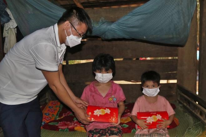 Nhiều nhà hảo tâm chung tay giúp 2 đứa trẻ nơi bìa rừng mong có đủ cơm ăn - 2