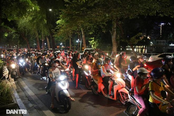 Thủ tướng nhắc lại bài học xương máu khi dân đổ ra đường đêm Trung thu - 1