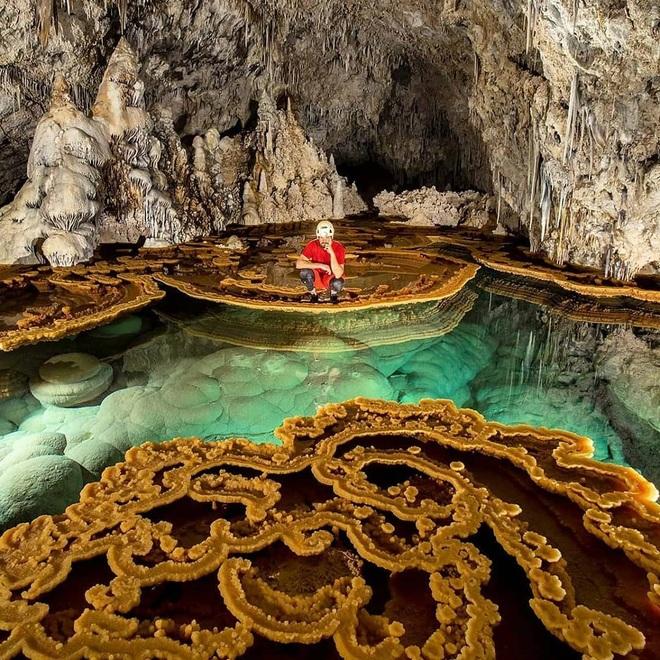 Quang cảnh khó tin tại một trong những hang động dài nhất thế giới - 1