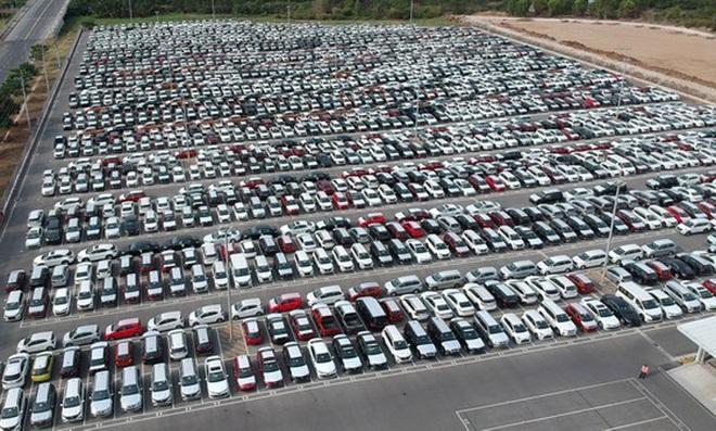 Ế ẩm hiếm có: Ô tô tồn kho hàng vạn chiếc, nhà máy dừng sản xuất - 2