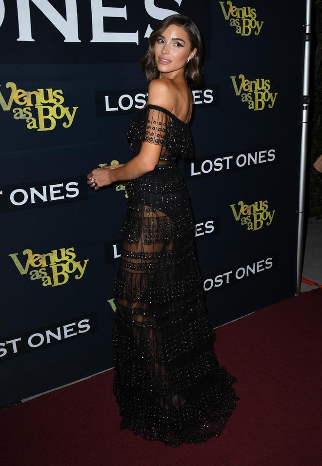 Hoa hậu Hoàn vũ Olivia Culpo quyến rũ với váy voan đen - 1