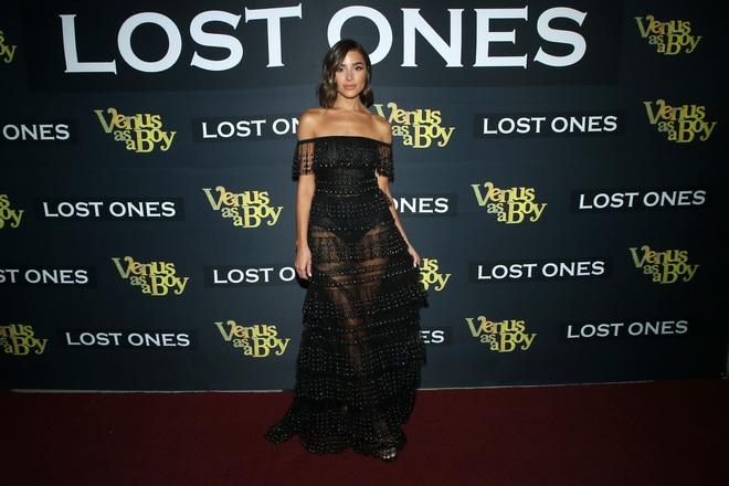 Hoa hậu Hoàn vũ Olivia Culpo quyến rũ với váy voan đen - 2