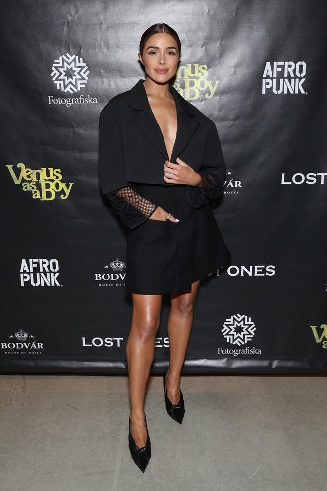 Hoa hậu Hoàn vũ Olivia Culpo quyến rũ với váy voan đen - 7