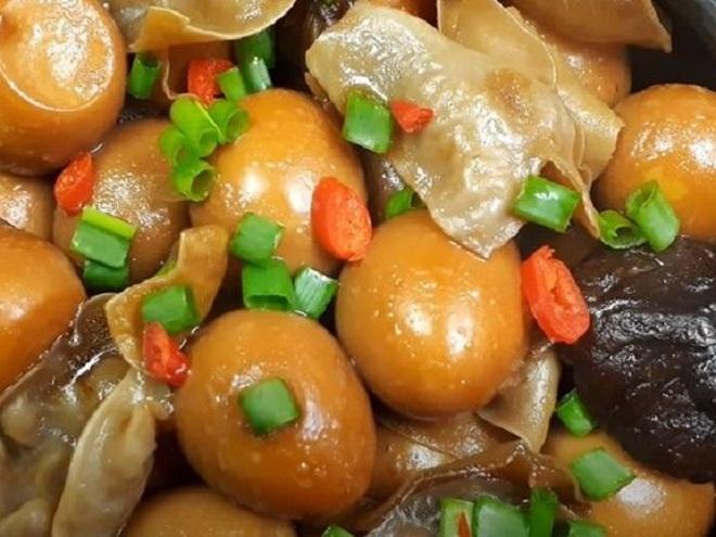 Nấm hương om trứng cút món ngon thay đổi khẩu vị cho bữa cơm nhà - 1