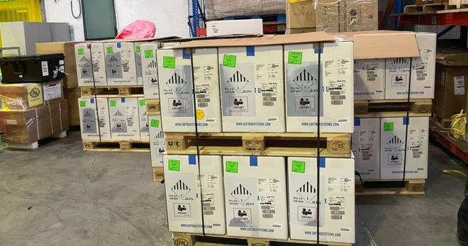 Cận cảnh gần một triệu liều vắc xin Pfizer vừa nhập về Hà Nội và TPHCM - 3