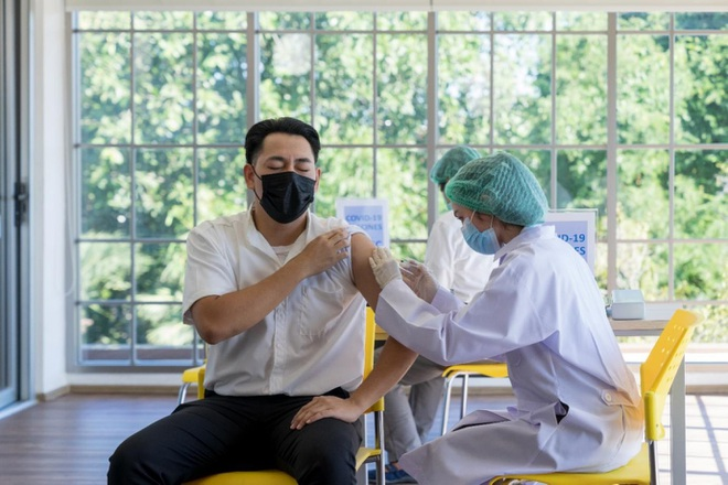 Chia sẻ của bác sĩ về phản ứng sau tiêm vắc xin ngừa Covid-19 mũi 2 - 1