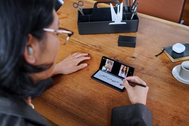 Trải nghiệm tất tần tật về Samsung Galaxy Z Fold 3 - 4