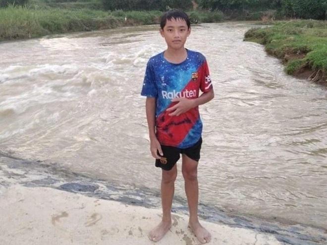 Nam sinh lớp 7 cứu sống bé gái 9 tuổi dưới dòng nước chảy xiết - 1
