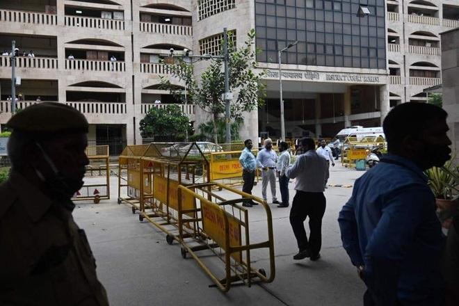 Tay súng đóng giả luật sư bắn chết trùm băng đảng Ấn Độ giữa tòa án - 1