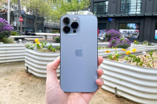 Review nhanh: iPhone 13 Pro Max màu Sierra Blue đầu tiên trên thế giới - 10